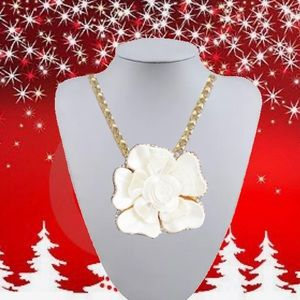 GORGEOUS WHITE ROSE PENDANT NECKLACE BROOCH